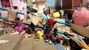 Varanasi, dasaswamedh Ghat, 7 marzo 2016. Poveri.