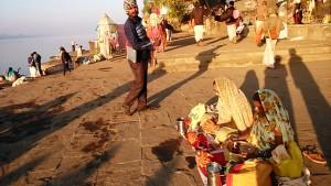 Maheshwar, 23 dicembre 2016. Incontri lungo i ghat.