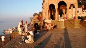 Maheswar, 23 dicembre 2016. Il Tempio dedicato alla dea Narmada lungo i ghat del fiume sacro.