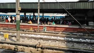 New Delhi, 7 dicembre 2016. La stazione ferroviaria.