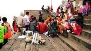 Varanasi, 10 dicembre 2016. Banchetto nuziale al Dasashwamedh Ghat.