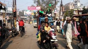 Varanasi, 12 dicembre 2016. Arrivi alla festa islamica per la nascita di Maometto.