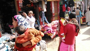 Varanasi, 15 dicembre 2016. Bancarelle a Godonia.