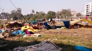 Varanasi, 15 dicembre 2016. Tendopoli in un parco nei pressi di Godonia.