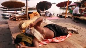 Varanasi, 16 dicembre 2016. Il risveglio del guru.