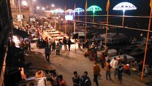 Varanasi, 16 dicembre 2016. Sera al Dasashwamedh Ghat.