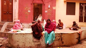 Varanasi, Bengali Tola, 9 dicembre 2016. Preghiera a Shiva.