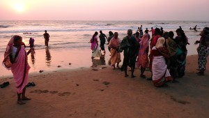 Gokarna, 8 febbraio 2017. Arrivo di pellegrini alla Main Beach.