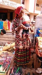Gokarna, 9 febbraio 2017. Venditrice di utensili agricoli.
