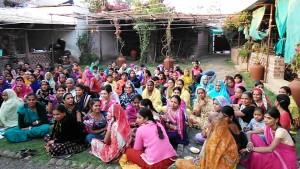 ,Maheshwar, 2 gennaio 2017. Tessitrici di un'organizzazione no-profit per le donne.