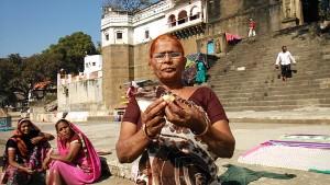 Maheshwar, 31 dicembre 2016. Incontro sui ghat.
