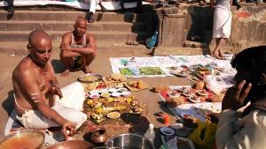 Maheshwar, 31 dicembre 2016. Puja per gli antenati.