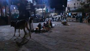 Maheshwar, 6 dicembre 2017. Il presepio di sera.