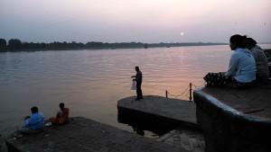 Maheshwar, 9 gennaio 2017. Guardando il tramonto.