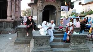 Maheswar, 25 dicembre 2016. Le vedove mendicanti.