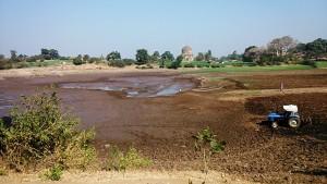 Mandu, 27 dicembre 2016. Pozzo tra i villaggi Adivasi.