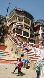 Varanasi, 1 marzo 2017. Una delle scuole di sanscrito lungo i ghat.