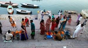Varanasi, 13 marzo 2017. Il Chousati Ghat in festa per il pellegrinaggio alla Mata Durga.