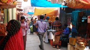 Varanasi, 2 marzo 2017. Mercatino del Kedar Ghat.