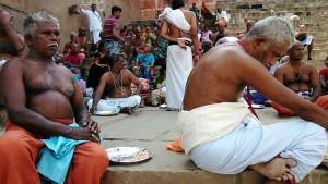 Varanasi, 20 marzo 2017. Un momento della celebrazione della puja dei pellegrini del sud.
