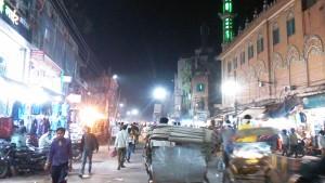Varanasi, 21 febbraio 2017.Sera in un quartiere islamico, nei pressi di Godonia.