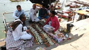 Varanasi, 22 febbraio 2017. Celebrazione di una costosa puja per un familiare scomparso da dodici giorni.