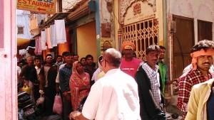 Varanasi, 24 febbraio 2017. Vicoletti intorno al Manikarnika Ghat.