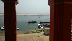 Varanasi, 25 marzo 2017. Panorama sul Gange visto da tempietto delle Scimmie.