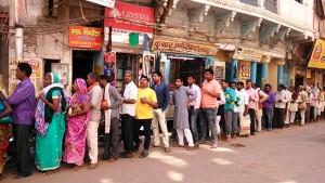 Varanasi, 26 febbraio 2017. L'inizio della lunga fila per il Golden Temple.