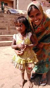 Varanasi, 27 febbraio 2017. Bambina senza casa.