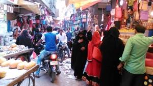 Varanasi, 27 marzo 2017. Mercato domenicale nel quartiere islamico.