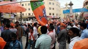 Varanasi, 4 marzo 2017. Manifestazione a favore del partito di Modi.
