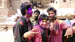 varanasi, 12 marzo 2017. Aspetti dell'Holi Festival in arrivo.