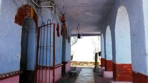 Kasar Devi 12 aprile 2017. Piccolo tempio dedicato a Shiva.