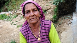 Kasar Devi, 13 aprile 2017. Donna di Kasar Devi.