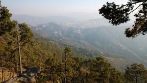 Kasar Devi, 16 aprile 2017. Panorama dal Kasar Devi Temple verso Almora. Almora
