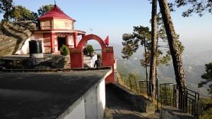 Kasar Devi, 8 aprile 2017. Il tempio risalente a 2000 anni fa, luogo di meditazione.