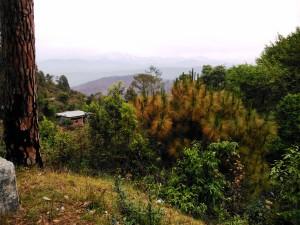 Kausani, 22 aprile 2017. Panorama verso l'Himalaya che s'intravede appena.