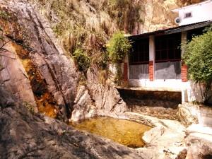 Kausani, dintorni, 21 aprile 2017. Rudradhari Temple.