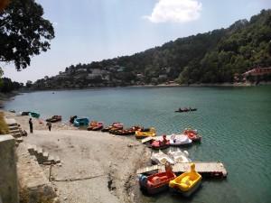 Nainital, 25 aprile 2017. Le barche del lago.