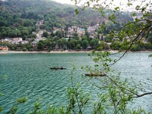 Nainital, 27 aprile 2017. Naini lake visto dalla Tandi Road.