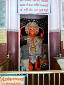 Nainital, dintorni, 26 aprile 2017. La cappella del dio Hanuman